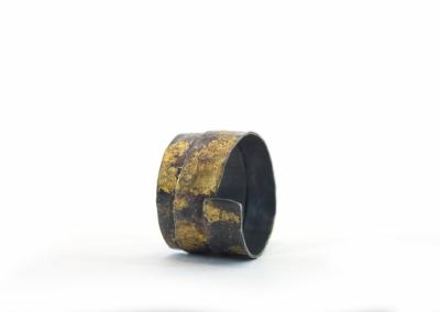 geoxideerd zilveren ring  waarop 24k bladgoud is aangebracht