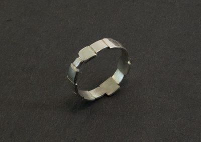 ring-stukjes-zilver gezaagd en gesoldeerd